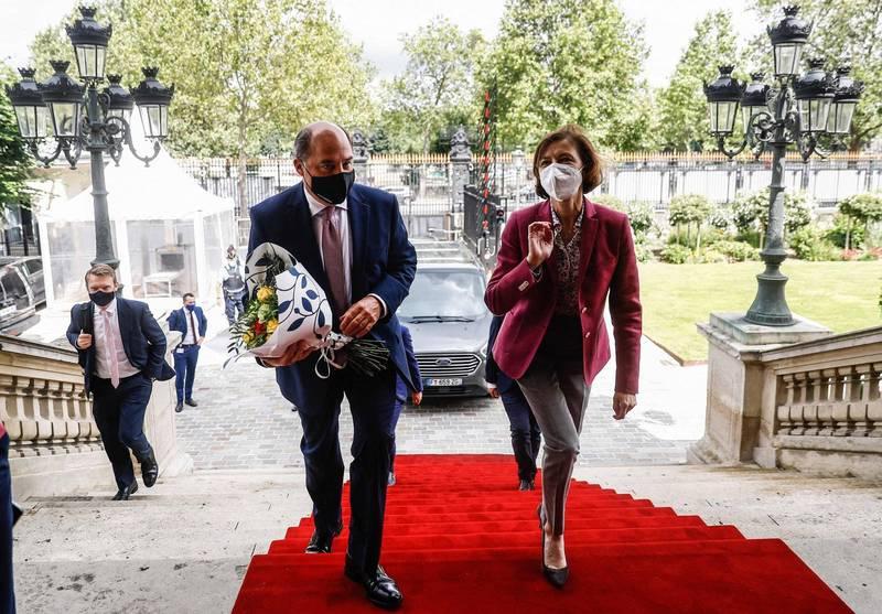 法國國防部長帕利(右)取消本週與英國國防大臣華勒斯(左)會面。(法新社)