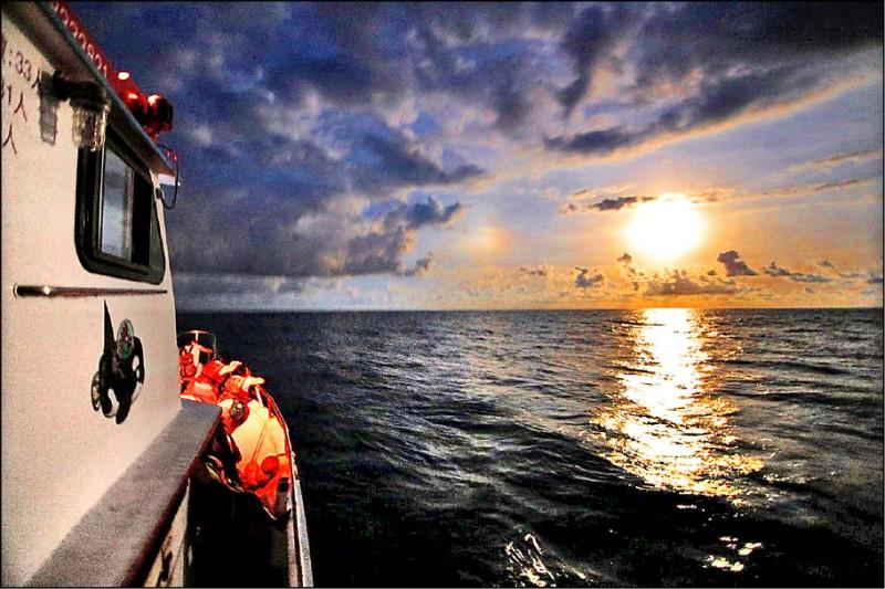 花蓮縣政府推「流星花蓮-山海星光」旅遊,賞鯨業者推出「海洋月光賞星船」。(多羅滿賞鯨提供)