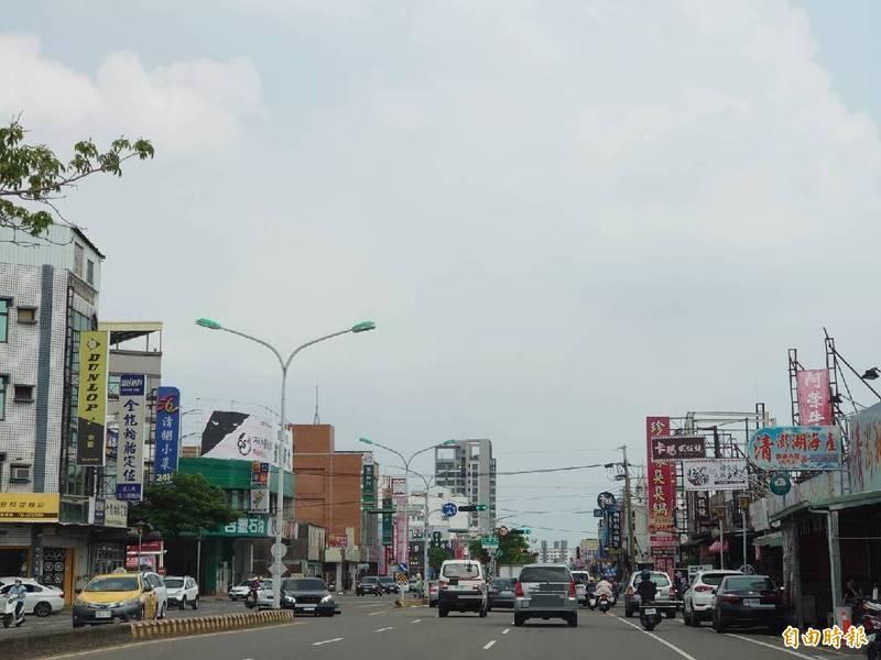 永康區是台南市人口最多的行政區,永大路是貫穿城區重要路徑,周邊區域持續發展中。(記者洪瑞琴攝)