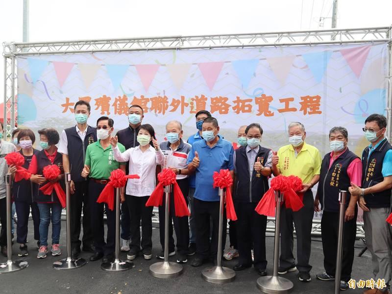 台中市長盧秀燕表示,國民黨主席選舉她會去投票,並呼籲黨內團結和諧。(記者歐素美攝)