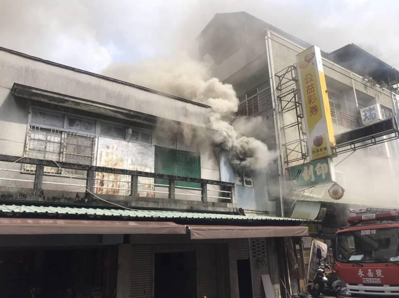 嘉義市和平路一戶民宅傳出火警。(民眾提供)