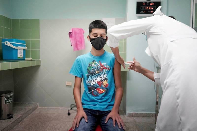 全球隨著武漢肺炎(新型冠狀病毒,COVID-19)疫情肆虐,各國青年也陸續開始接種疫苗,而古巴於9月搶先全球替2歲以上孩童施打疫苗,力拚校園重啟及經濟。示意圖。(路透)