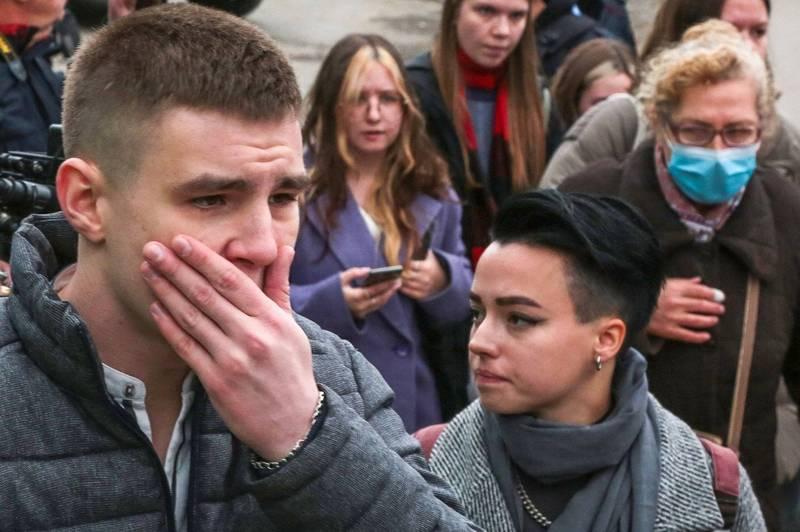 俄羅斯彼爾姆國立大學(Perm State University)昨日(20)發生重大校園槍擊案,許多學生驚恐逃生。(法新社)