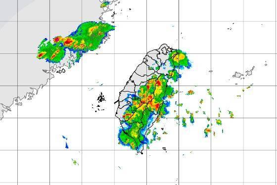 氣象局公布傍晚5點30分雷達合成回波圖。(圖擷取自中央氣象局)