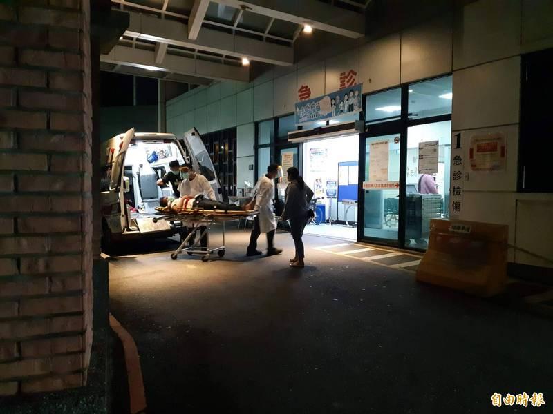 利嘉村烤肉大亂鬥,其中兩名傷者被送到馬偕醫院急救。(記者黃明堂攝)