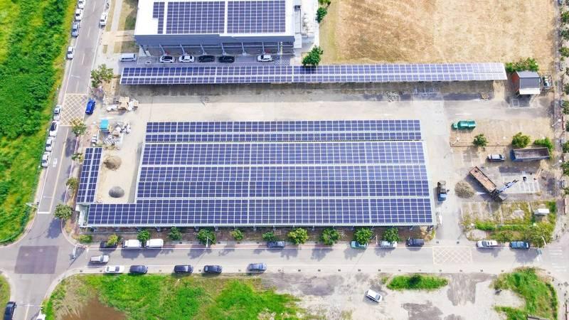 台南首批光電系統停車場啟用。(圖由業者提供)