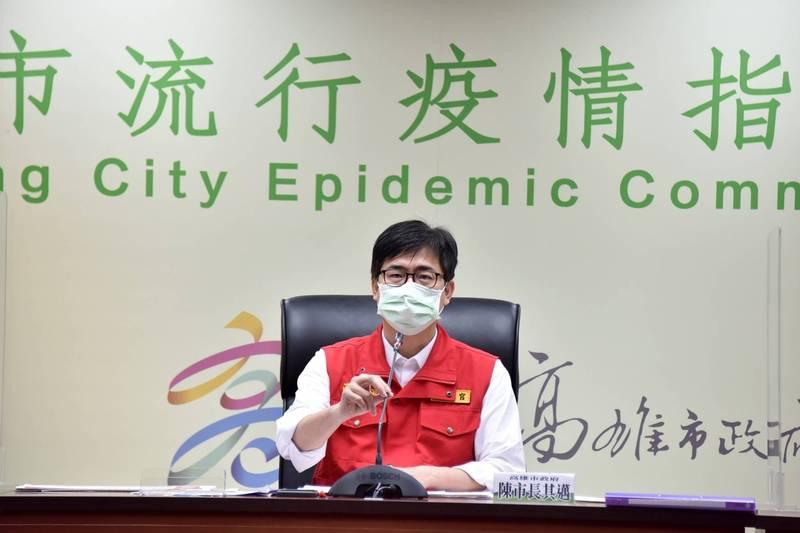 高市學生明起施打BNT疫苗,市長陳其邁強調,將由56家醫療院所醫護人員,進入179間校園為學生接種。(高市府提供)
