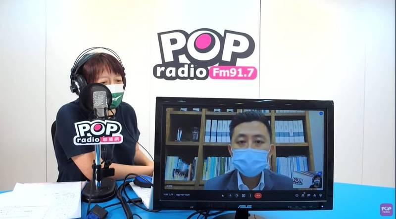 新竹市長林智堅接受媒體人邱明玉電台專訪。(市府提供)