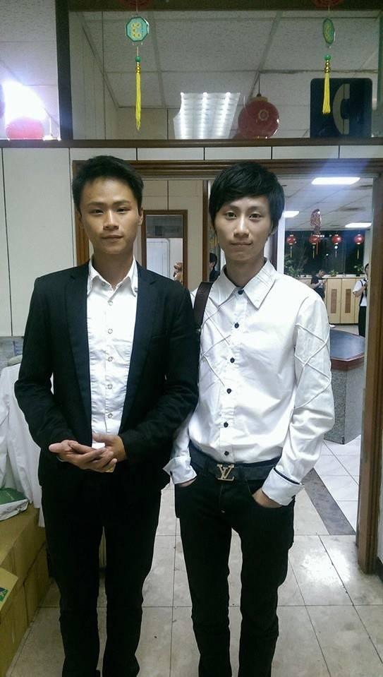 淡水警分局刑警蔡至恩(右)與哥哥蔡至儒(左)涉嫌勒索被告,雙雙被依貪污重罪起訴。(翻攝蔡至儒臉書)