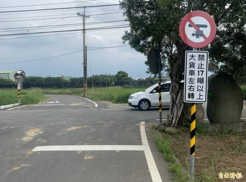 桃園市府交通局公告大貨車禁行路段,但地方抱怨常有駕駛無視規定行駛,怨聲載道。(交通局提供)