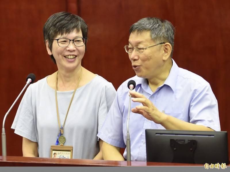 台北市長柯文哲的心腹、民眾黨立委蔡壁如(圖左),近日傳出被點名有機會到高雄與現任市長陳其邁一戰。(資料照)