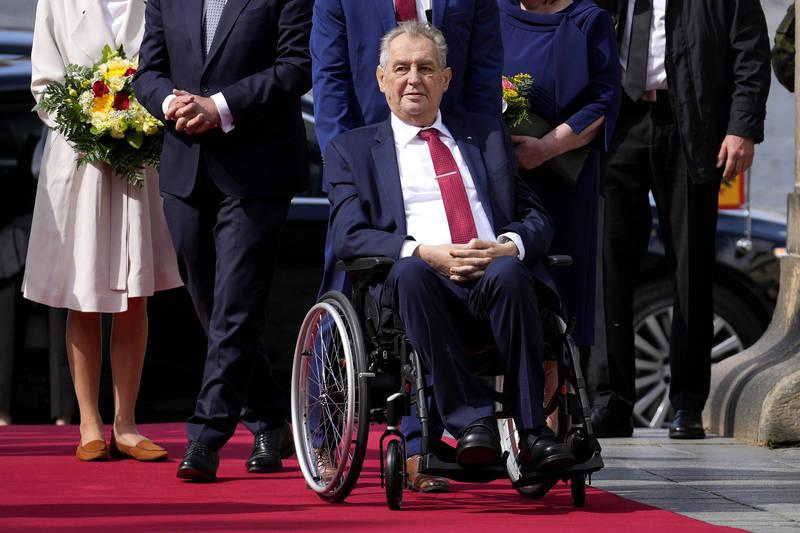本月14日突然入院的捷克總統齊曼,在當地時間週三上午出院。(美聯社)