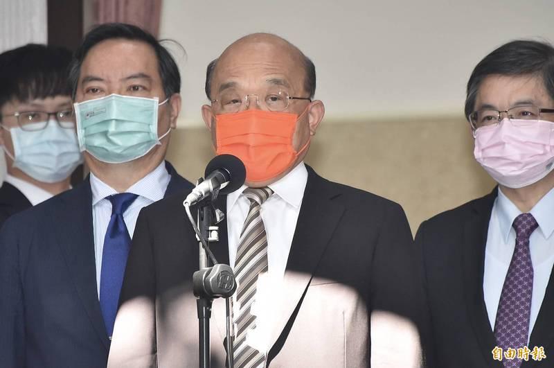 國人關切若施打國產高端疫苗,恐無法入境美國;行政院長蘇貞昌今天表示,美國的相關規定是針對已經有限制的國家,「不是台灣」。(記者塗建榮攝)