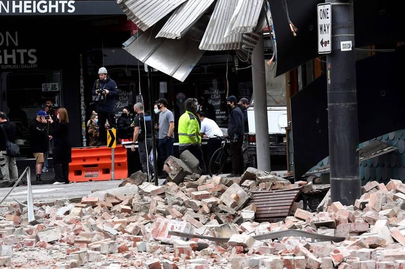 主震發生後,當地又接連發生規模4.0與3.1餘震,加上有建物損壞的災情傳出,讓民眾驚惶不已。(法新社)