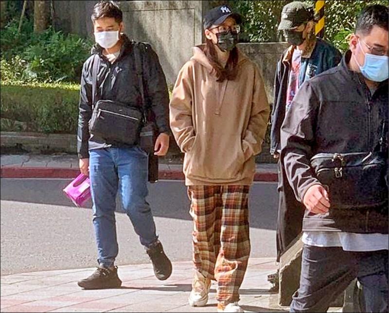 網紅兔美2月被警方查出購毒。(記者鄭景議翻攝)