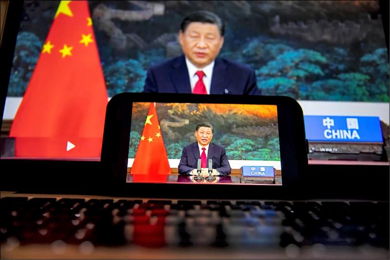中國國家主席習近平與拜登廿一日先後在聯合國大會致詞,疑似隔空互別苗頭。(彭博)