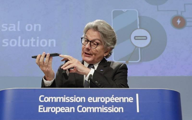歐洲聯盟今天提案,未來境內行動裝置將統一充電接頭規格,中選的規格是Type C。(歐新社)