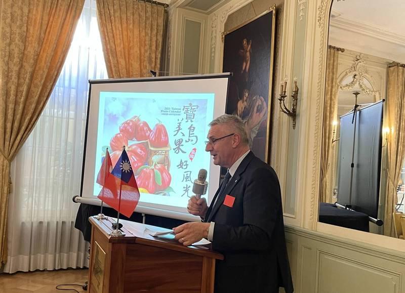 瑞台商會會長同時也是瑞士國會議員的葛拉納挺台,9月22日表示正計畫進口台灣蓮霧。(中央社,駐瑞士代表處提供)