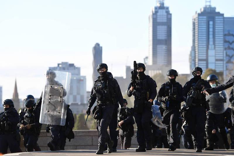 澳洲維多利亞州首府墨爾本(Melbourne)持續3日抗議封城的示威活動暫歇,但警方仍不敢掉以輕心。(歐新社)