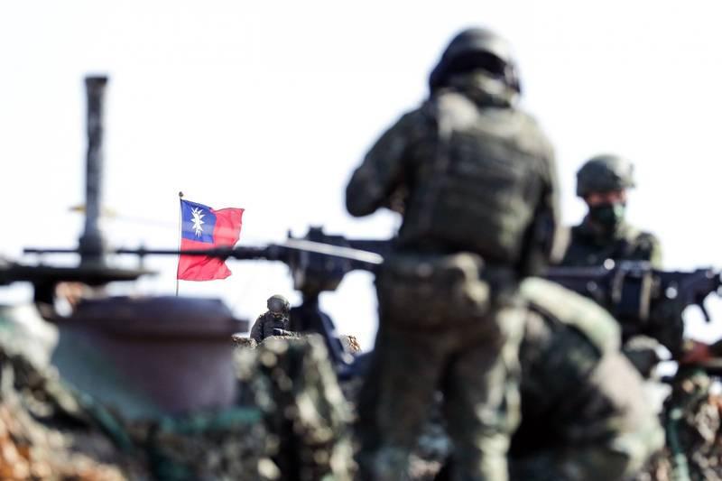 國防部總督察長劉得金中將表示,中共混合戰手段有逐漸增強趨勢。(彭博)