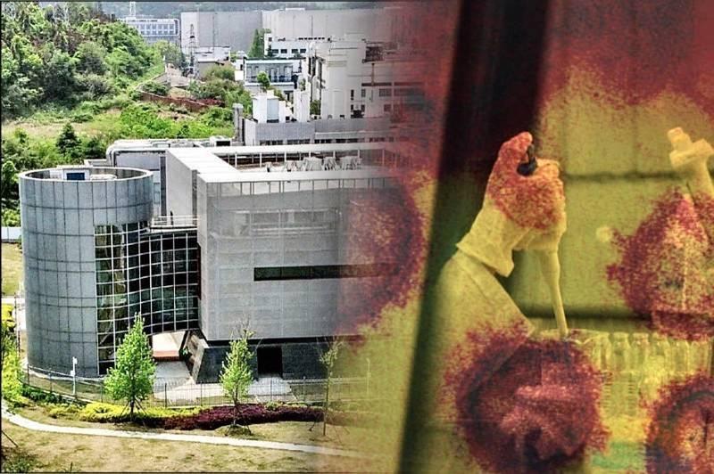 澳洲記者馬克森花了1年拍攝武漢肺炎溯源紀錄片「武漢到底發生了什麼?」當中提到武漢病毒實驗室洩毒,在2019年9月12日有2.2萬份冠狀病毒樣本離奇從實驗室消失。(法新社檔案照,路透檔案照,本報合成)