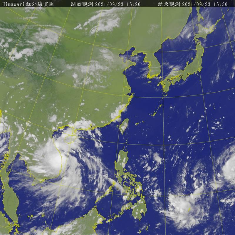 位於南海的熱帶低壓今下午增強為今年第15號颱風「電母」,預估明晨將登陸越南。(圖擷自中央氣象局)