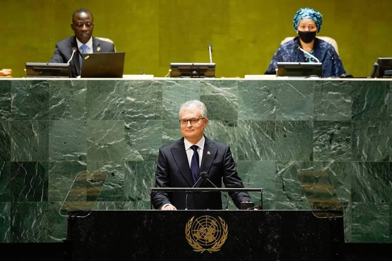 立陶宛總統瑙塞達(中)表示,立陶宛與中國雙方都應尋求修補關係,但任何解決方案都必須尊重立陶宛的權利。(圖擷自瑙塞達推特)