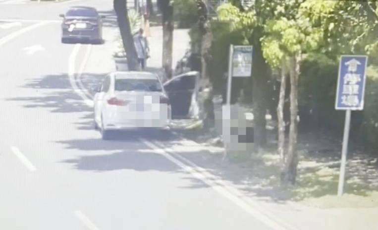 陳、李嫌在宜蘭地檢署外埋伏,下車後對被害人一陣猛打。(記者蔡昀容翻攝)(記者蔡昀容攝)
