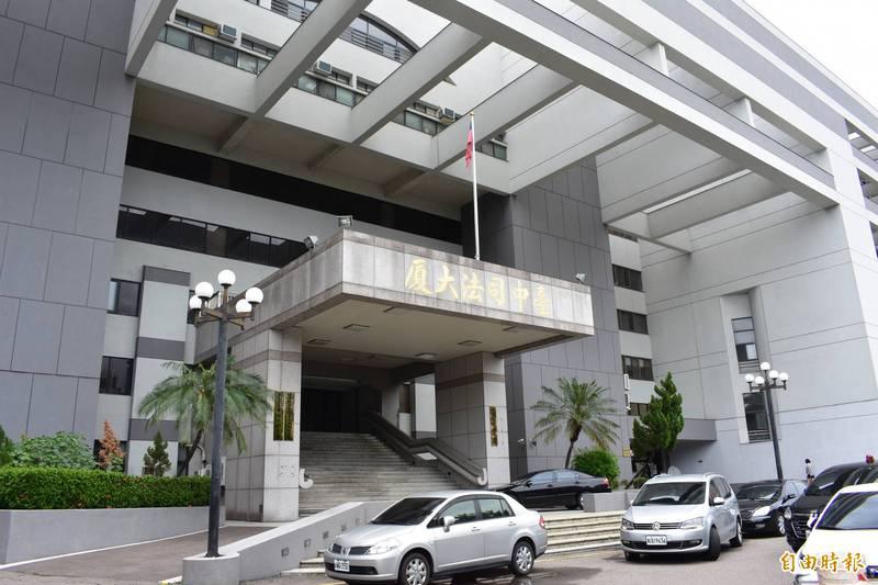 施男載想分手的范女到汽車旅館內,強調「這是分屍命案現場」,中檢今天起訴。(記者張瑞楨攝)