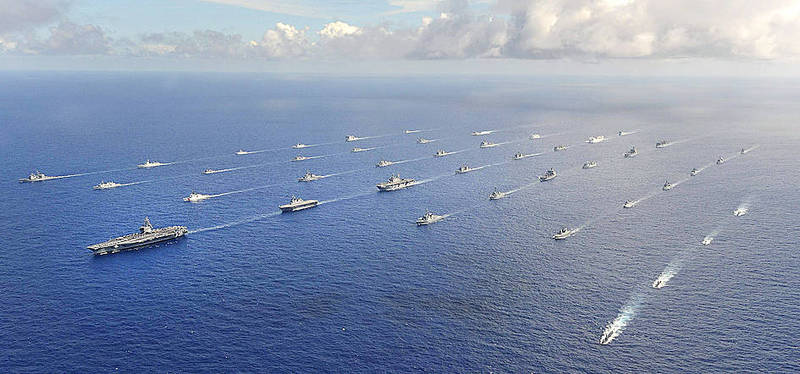 More than 40 ships and submarines representing 15 international partner nations travel in formation in the Pacific Ocean during the Rim of the Pacific 2014 exercises in a photo taken by the US Navy on July 25, 2014, and released on July 31, 2014. Photo: Reuters
