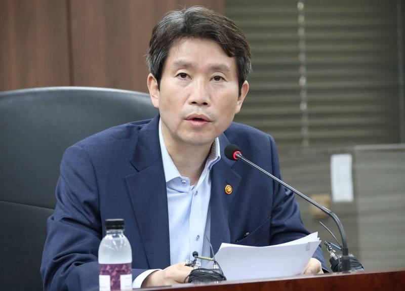 南韓統一部長李仁榮。(路透)