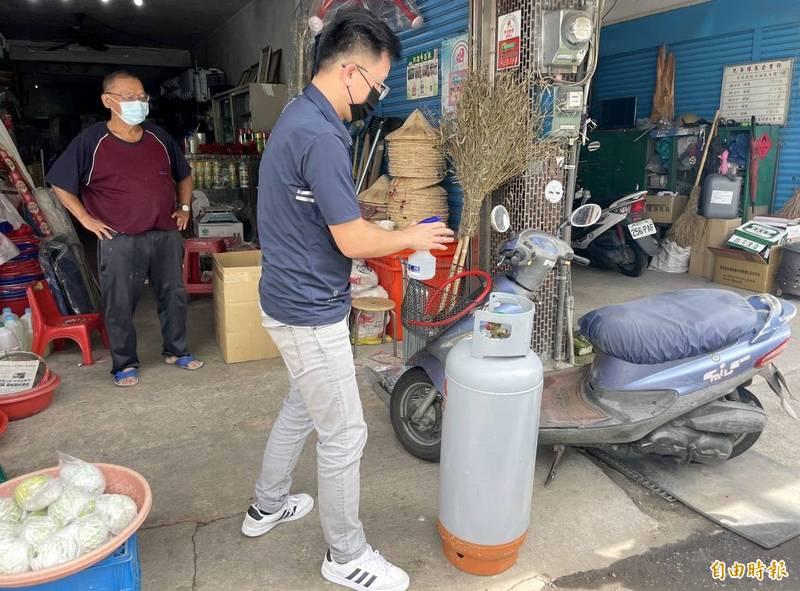 為了強化瓦斯桶使用安全,內政部修法,未來新建物瓦斯桶不能放置屋內。(資料照,圖與本新聞無關)