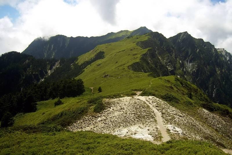 「奇萊東稜」海拔3000多公尺,是台灣高山百岳四大障礙之一,攀爬難度相當高。(台灣山林保護協會提供)