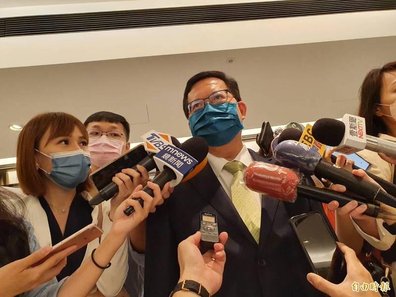 桃園市長鄭文燦接受媒體聯訪。(記者謝君臨攝)