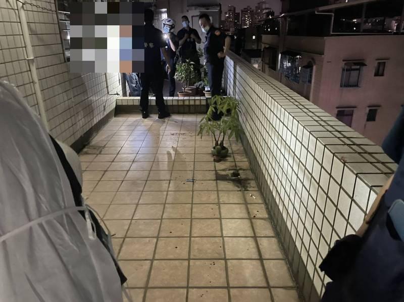 新北市新莊傳出因夫妻吵架聲響太大,鄰居持鐮刀上門砍傷丈夫憾事;圖為案發現場。(記者吳仁捷翻攝)