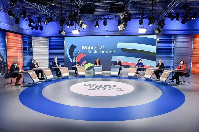 德國國會大選前最後一場電視辯論會中,6個主要參選政黨的總理候選人和政壇大咖激烈辯論外交政策。(路透)