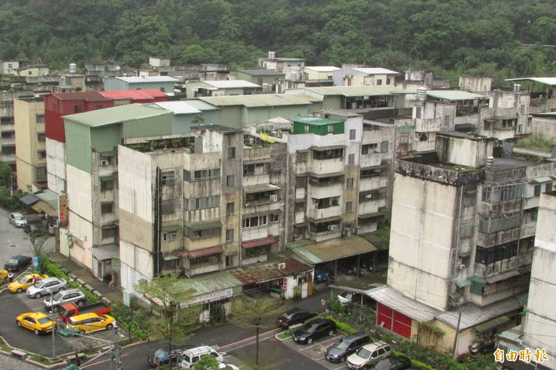 安樂一期國宅社區是基隆最早興建的國宅。(記者盧賢秀攝)