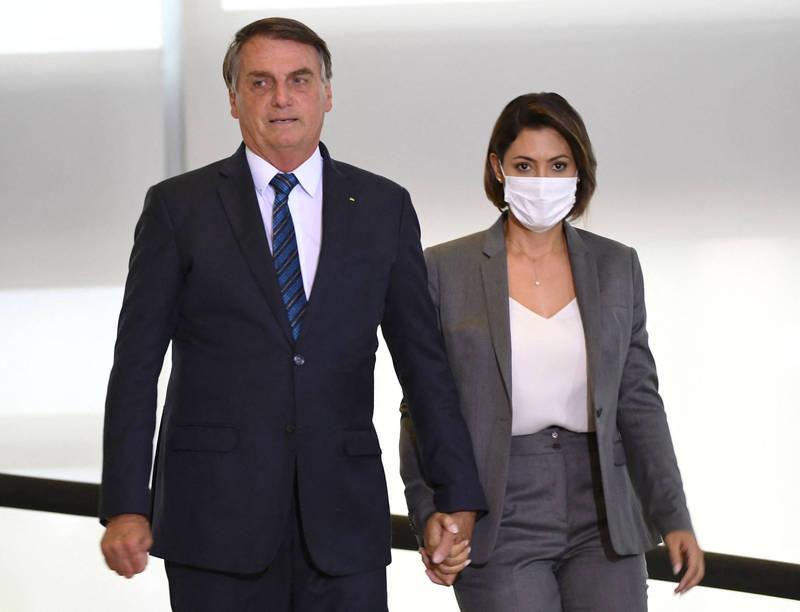 巴西第一夫人蜜雪兒(Michelle Bolsonaro)赴美接種疫苗受質疑。(法新社)