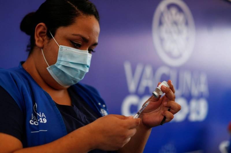 薩爾瓦多將針對優先族群進行第3劑武漢肺炎疫苗接種。(路透)