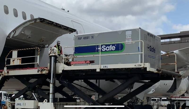 駐日代表謝長廷今(25日)中午在臉書表示,日本航空JA832J班機載著50萬劑贈台疫苗,目前已經起飛,他的心中充滿溫馨和感激之情。(圖擷自謝長廷臉書)