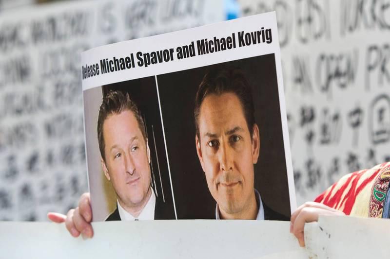 加拿大民眾2019年3月聲援被中國當局拘捕的加國商人史佩弗(Michael Spavor,圖左)及前外交官康明凱(Michael Kovrig,圖右)。(路透檔案照)