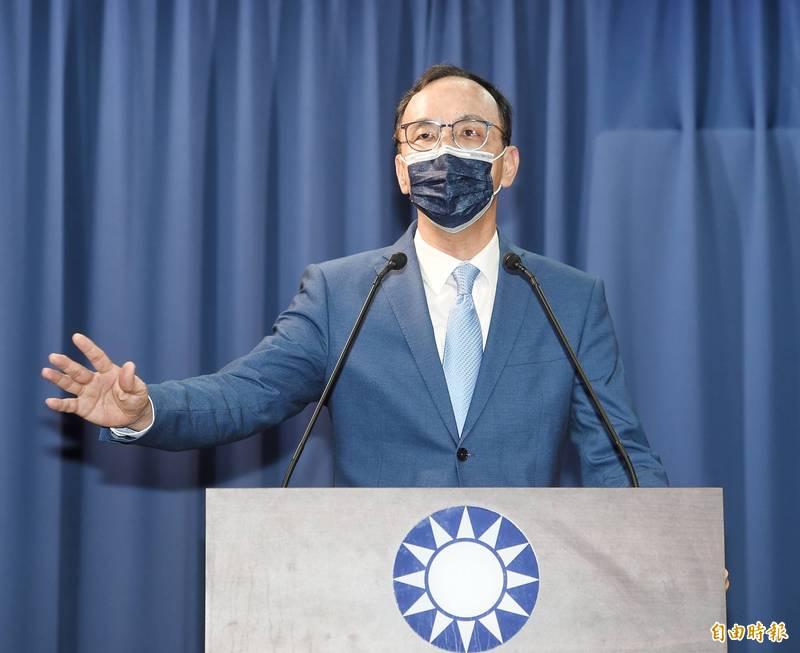 綠營高層分析,朱立倫當選國民黨主席,恐面臨兩大危機、兩大妥協。(記者方賓照攝)