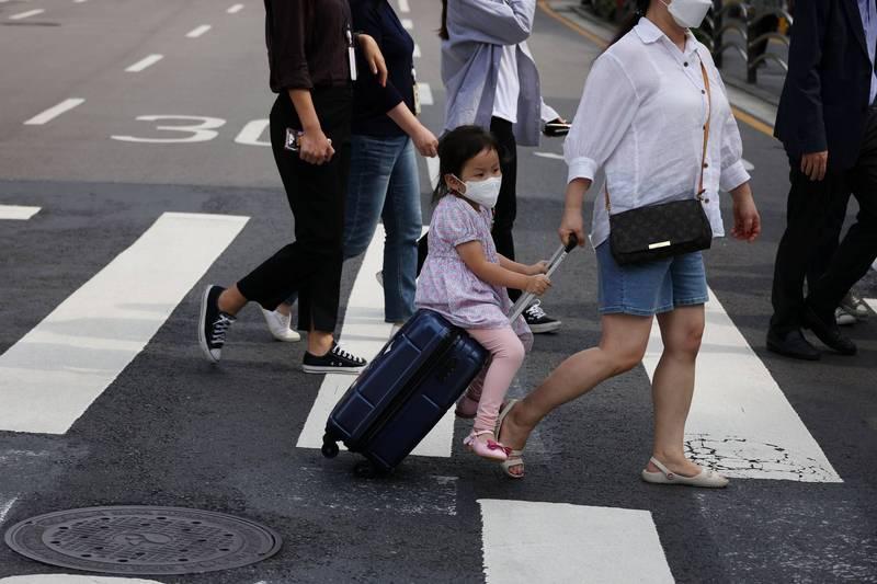 據南韓中央防疫對策本部最新統計,南韓24日新增3273例確診,再度刷新疫情以來最高紀錄。圖為南韓街景,示意圖。(路透)