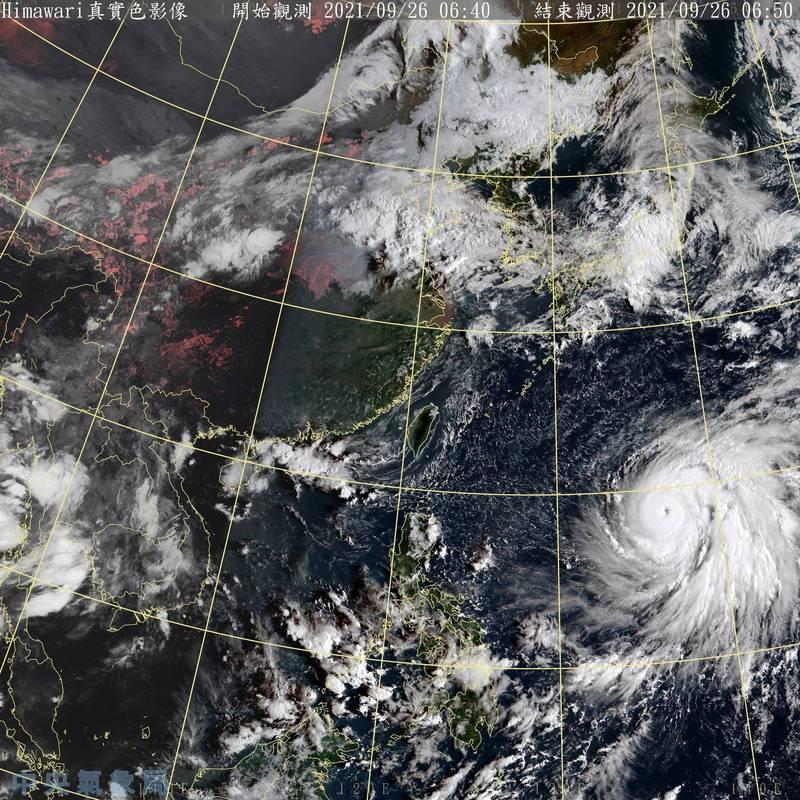 今年第16號颱風蒲公英(MINDULLE,北韓提供)颱風眼清晰。(中央氣象局提供)