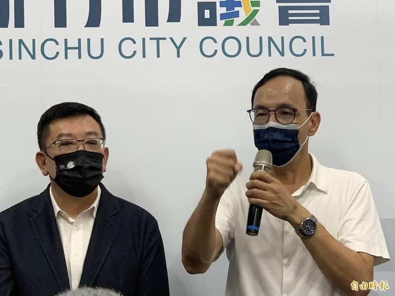 國民黨新當選的黨主席朱立倫今天針對最近「竹竹合併升格」議題表示,從新竹縣到新竹市,民代都是反對的,他反對竹竹合併升格。(記者洪美秀攝)
