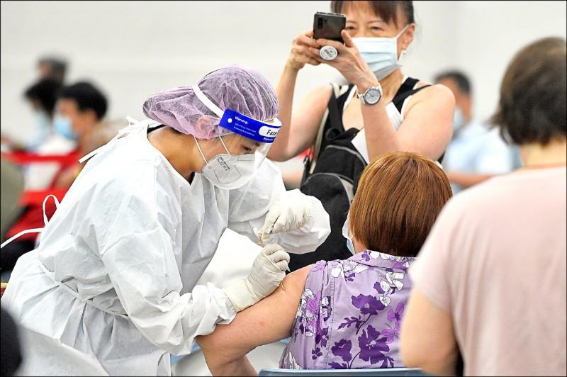 本土武漢肺炎疫情趨緩、疫苗涵蓋率提升,台灣已進入防疫下半場。(資料照)