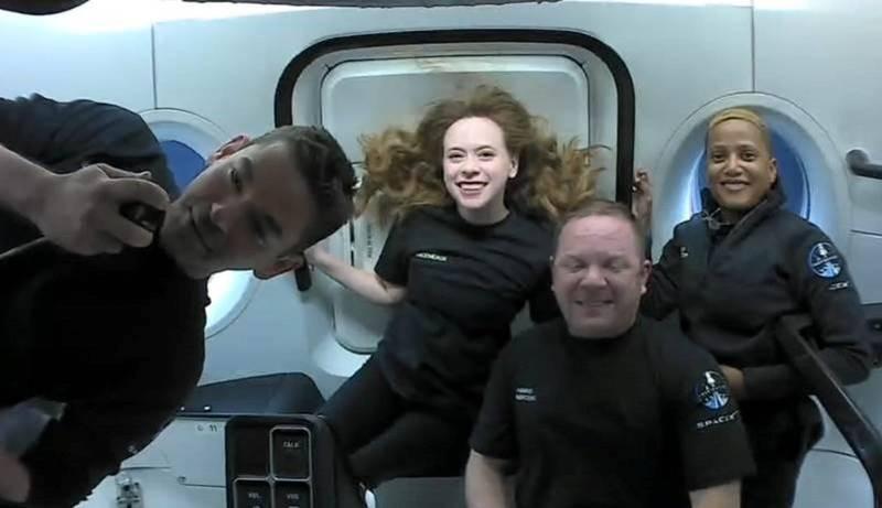 SpaceX商業太空載人任務「Inspiration4」,是人類史上首次由全無太空人資格的民眾擔任機組人員,任務領導者艾薩克曼透露在過程中的廁所警報內幕。(路透)