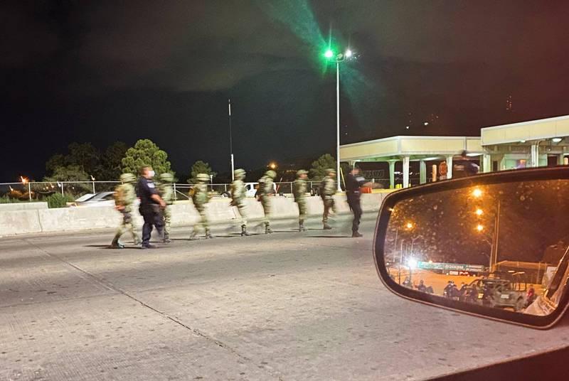 14名墨西哥士兵意外駕車闖入美國,遭美國海關及邊境保衛局拘留。(路透)