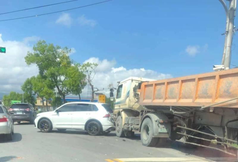 宜蘭縣三星鄉今天中午發生砂石車與小客車車禍,小客車上10歲小朋友受傷送醫。(圖擷取自臉書宜蘭知識+)