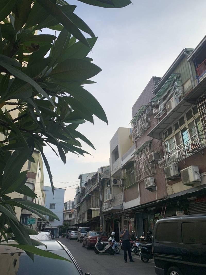 林姓女子今下午在三民區天祥一路住處舉槍自殺。(圖讀者提供)